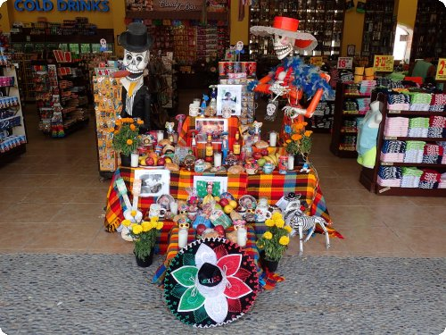 Colourful and flashy: Ofrendas in a tourist shop